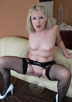 Free MILF Pissing Porn Pictures