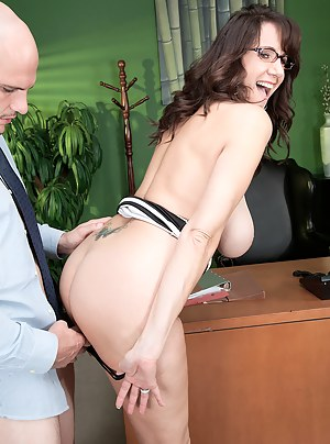 Free MILF Standing Sex Porn Pictures