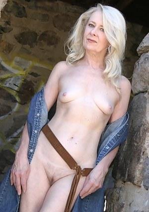 Free Petite MILF Porn Pictures