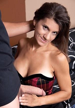 Free MILF Handjob Porn Pictures