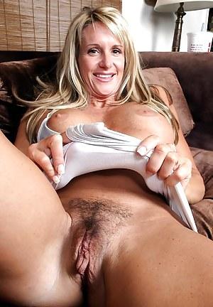 Sexy naked milf
