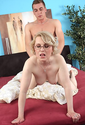 Free MILF Doggystyle Porn Pictures