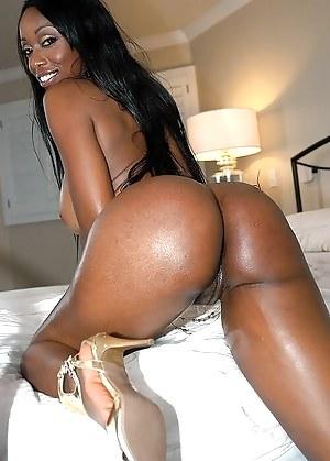 Free Ebony MILF Porn Pictures