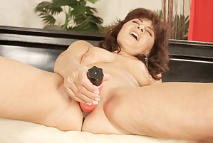 Free MILF Dildo Porn Pictures
